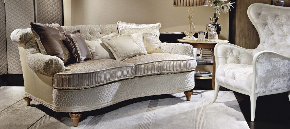 Sofá con tela de seda